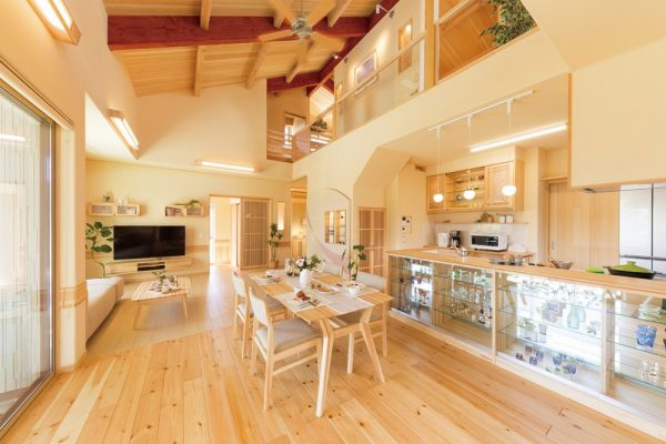夢ハウスの木のひらやのキッチン、ダイニングルーム