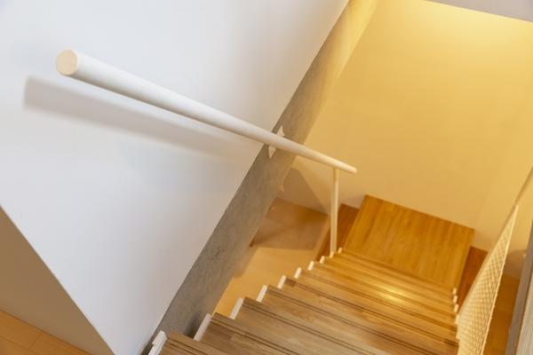 階段に手すりをつけてバリアフリー住宅へ! 長年暮らす住宅づくり
